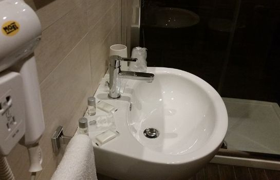 Bathroom Suite 39 B&B