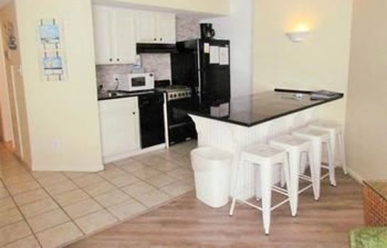 Cucina in camera Ocean Forest Plaza by Palmetto Vacation Rental