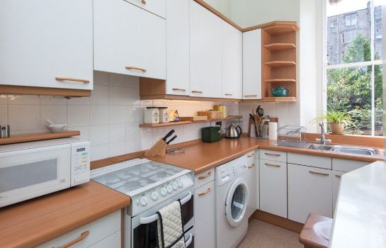Kitchen in room Edinburgh Reserve Apartments Stockbridge