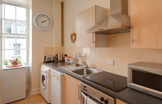 Kitchen in room Edinburgh Reserve Apartments Old Town