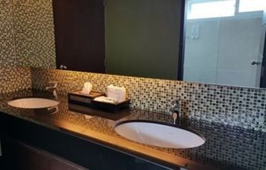 Bathroom Bay Breeze Hotel Pattaya