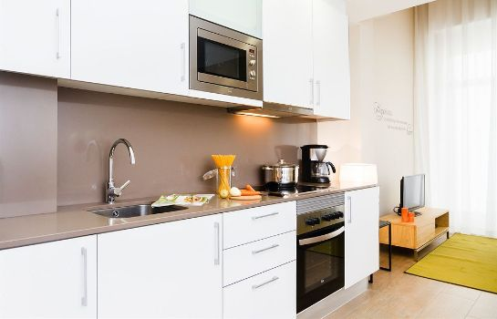 Kitchen in room Feelathome Plaza Apartments