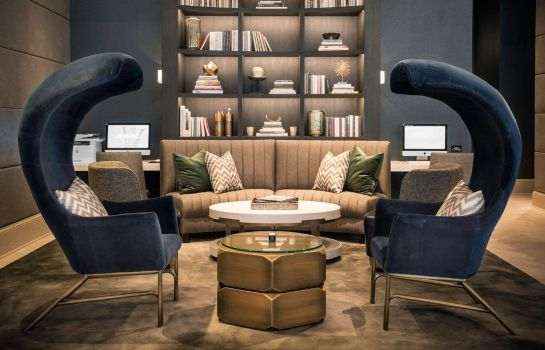 Hotelhalle LondonHouse Chicago Curio Collection by Hilton
