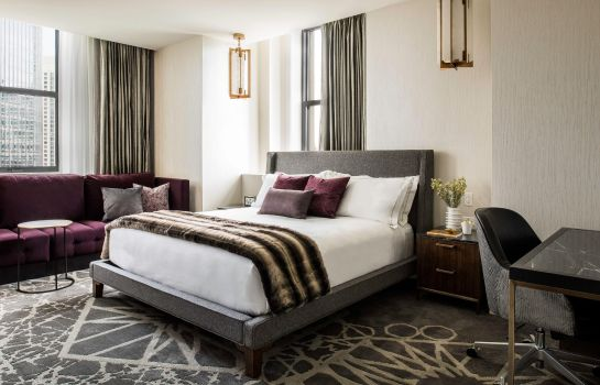 Suite LondonHouse Chicago Curio Collection by Hilton