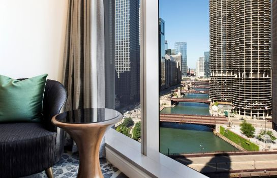 Info LondonHouse Chicago Curio Collection by Hilton