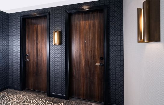 Kamers LondonHouse Chicago Curio Collection by Hilton