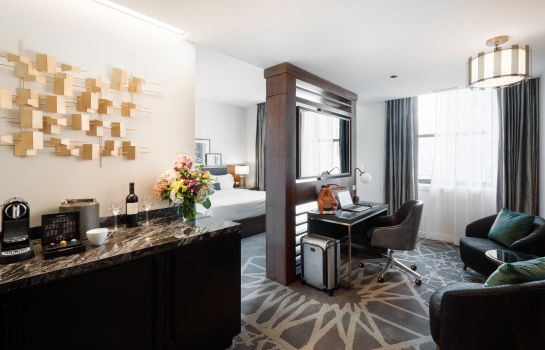 Room LondonHouse Chicago Curio Collection by Hilton