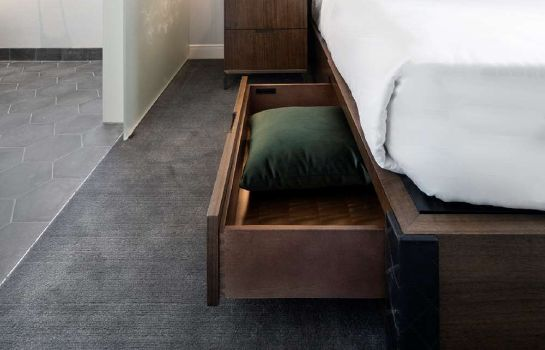 Zimmer LondonHouse Chicago Curio Collection by Hilton