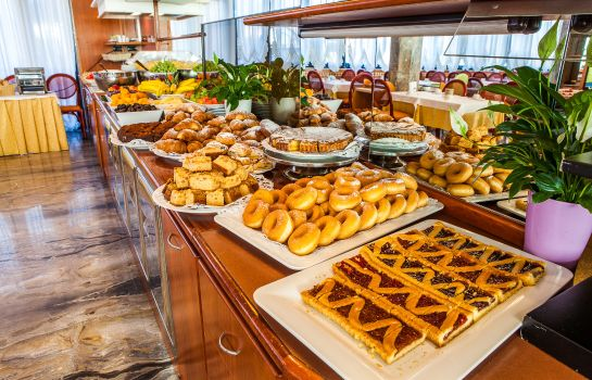 Breakfast buffet Brioni Mare