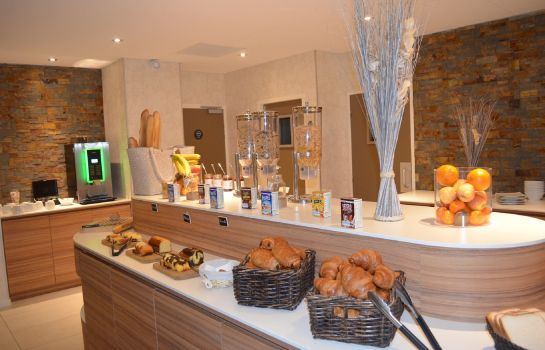 Breakfast buffet Brit Hotel St Brieuc Plérin