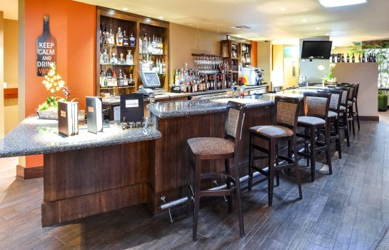 Hotelbar an Ascend Hotel Collection Member Gaia Hotel & Spa Redding