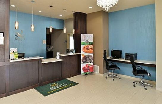 Lobby Quality Inn & Suites Carrizo Springs