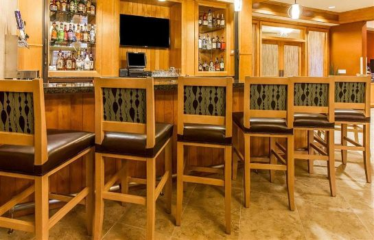 Hotel bar MainStay Suites Stanley