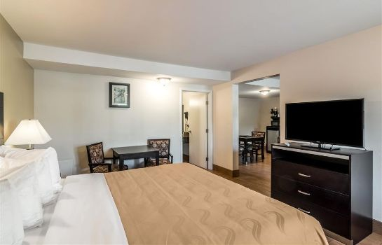 Suite Quality Inn and Suites near Downtown Bak