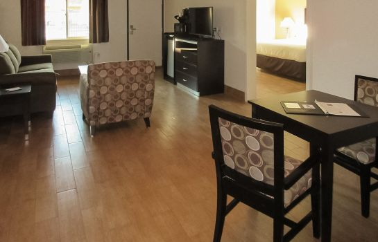 Room Quality Inn & Suites near Downtown Bakersfield