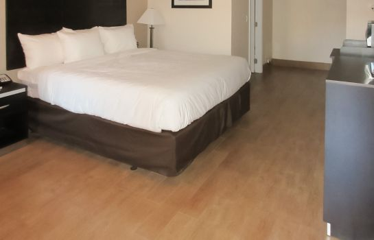 Chambre Quality Inn & Suites near Downtown Bakersfield