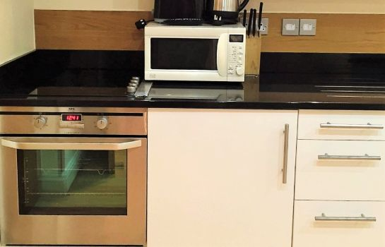 Keuken in de kamer Hyde Park Superior Apartments Western Aparts Ltd