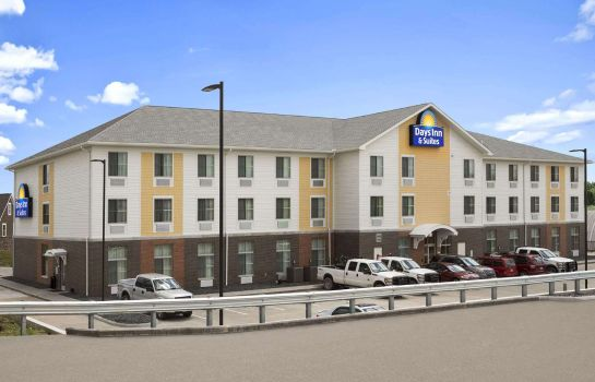 Exterior view DAYS INN & SUITES BY WYNDHAM B