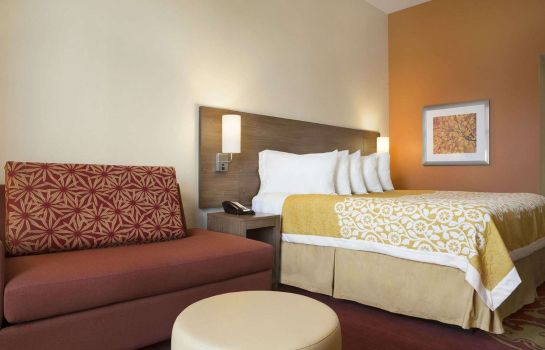 Zimmer DAYS INN & SUITES BY WYNDHAM B
