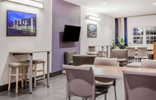 Hall MICROTEL INN & SUITES BY WYNDH