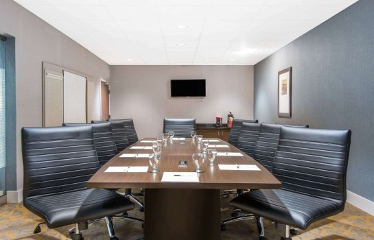Conference room Wingate by Wyndham Niagara Falls