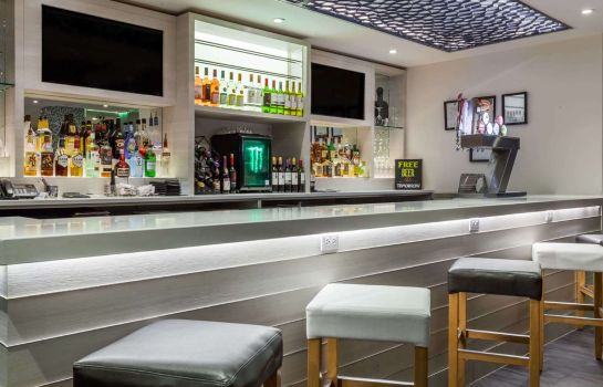 Bar del hotel WINGATE BY WYNDHAM EDMONTON AI