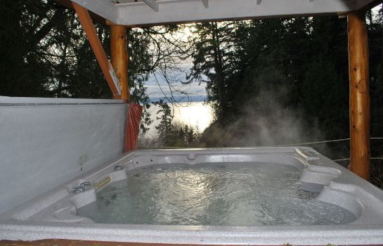 Whirlpool Ocean Wilderness Inn