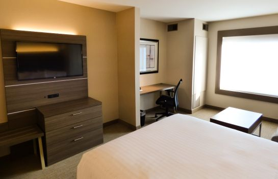 Zimmer Holiday Inn Express & Suites PLYMOUTH - ANN ARBOR AREA