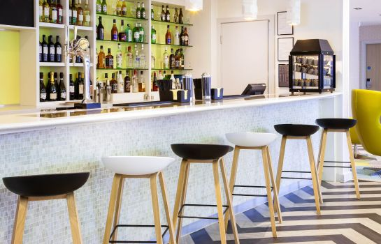 Bar del hotel ibis Styles London Heathrow Airport