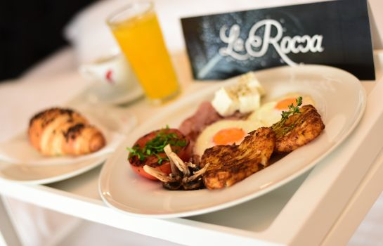 Breakfast buffet La Rocca Boutique Hotel