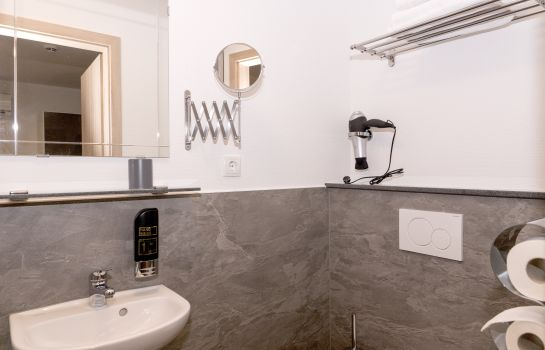 Bagno in camera Pension zum Schloss