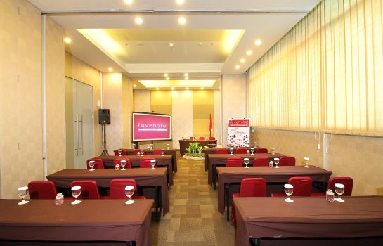 Meeting room Fave Hotel Adi Sucipto