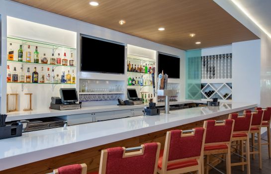 Bar de l'hôtel Holiday Inn CLEVELAND CLINIC