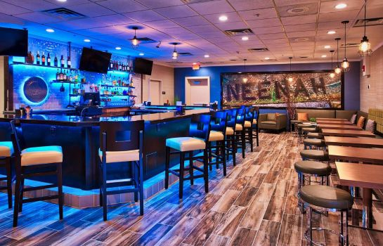Hotel bar DoubleTree by Hilton Neenah