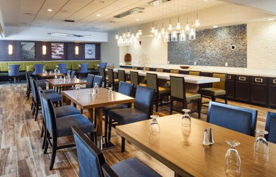 Restaurant DoubleTree by Hilton Neenah