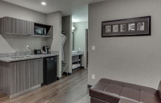 Suite Home Inn And Suites Saskatoon South