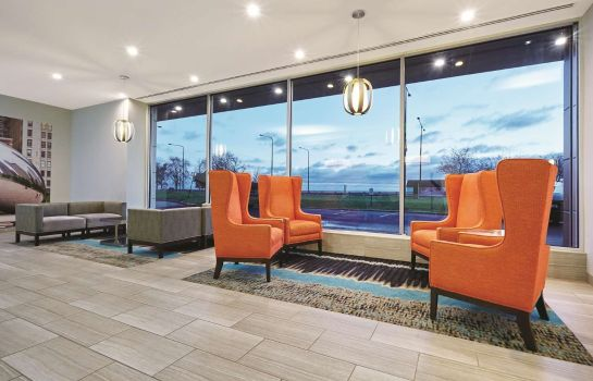 Hall La Quinta Inn & Suites by Wyndham Chicago - Lake Shore
