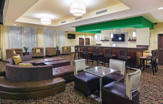 Bar del hotel La Quinta Inn Suites Elk City