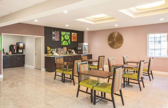 Restaurant La Quinta Inn Ste Far Rockaway