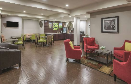 Hall La Quinta Inn and Suites Brooklyn East