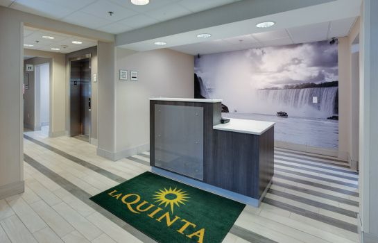 Hall de l'hôtel La Quinta Inn and Suites Batavia