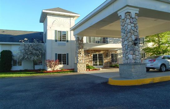 Buitenaanzicht AMERICAN INN AND SUITES
