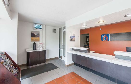 Hall KS MOTEL 6 OVERLAND PARK