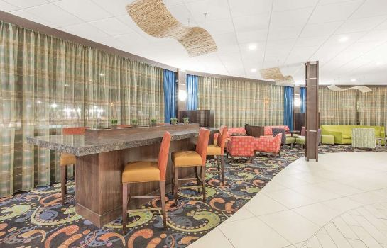 Hotelhalle Ramada Plaza by Wyndham Fayetteville Fort Bragg Area