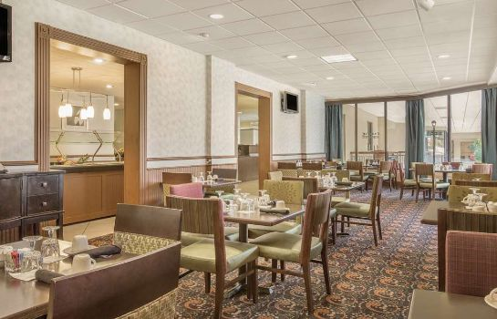 Restaurant Ramada Plaza by Wyndham Fayetteville Fort Bragg Area