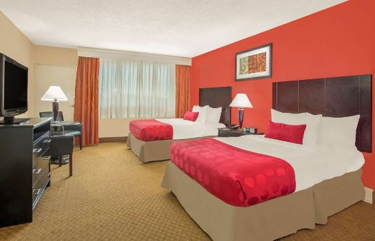 Suite Ramada Plaza by Wyndham Fayetteville Fort Bragg Area
