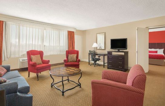 Suite RAMADA PLAZA FAYETTEVILLE FORT