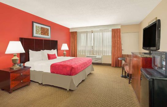 Room RAMADA PLAZA FAYETTEVILLE FORT