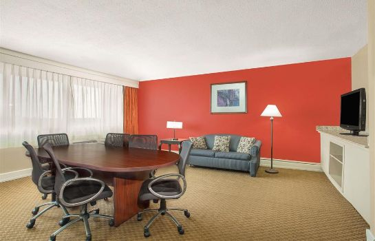 Zimmer Ramada Plaza by Wyndham Fayetteville Fort Bragg Area