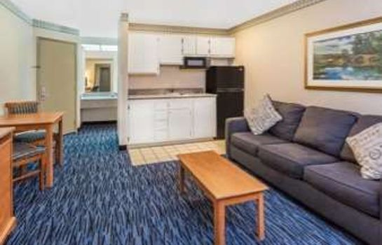 Suite Ramada by Wyndham Kent Seattle Area
